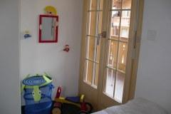 Zugang zum Balkon und Spielzeug